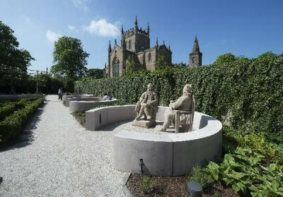 Dunfermline Carnegie Library and Galleries, landscaped gardens